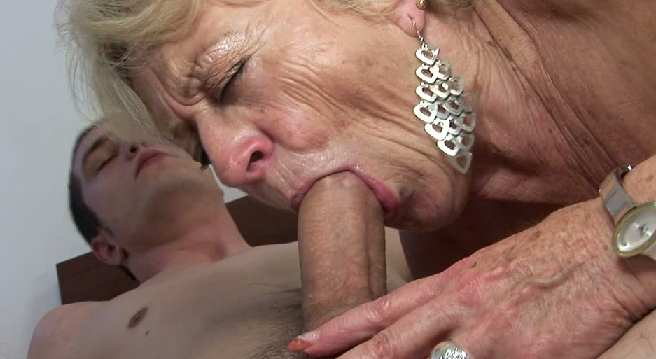 Coaker recommends Mother sexy double penetration fisting