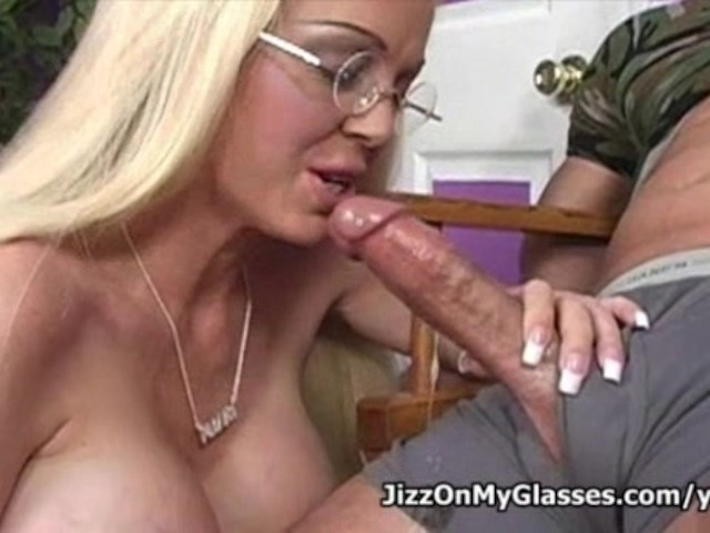 Shared cum midget deepthroat