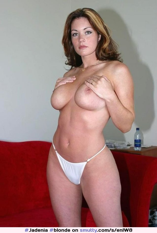 amateur bikini Housewife otngagged