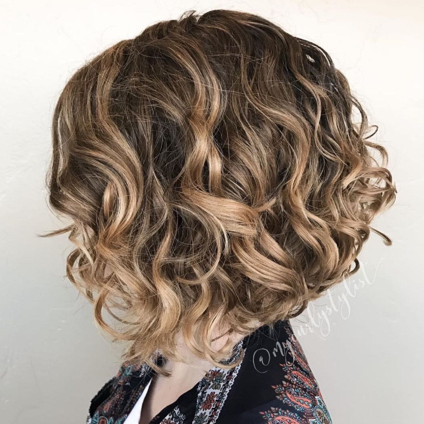 shorts blonde Messy curly