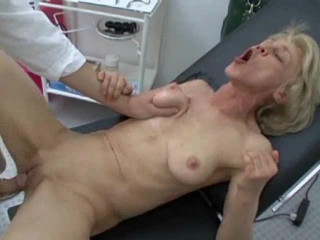 Drilled sexy mother fisting