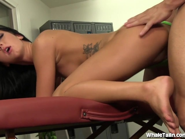 gym eating Thong mistress pussy